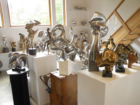 Eugen Doering's sculptures sparkling in his new gallery